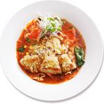 真っ赤ならーめん とまこ - 【焼きチーズらーめん】(超オススメ)オーブンでカリッと焼いた焼きチーズがアクセント。スープのおいしさを更に引き立てます。