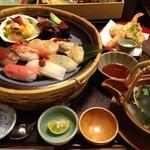 21128597 - 天ぷらとお寿司のセット ¥2000くらいだったかな