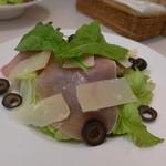 壁の穴 - 生ハムのサラダ