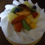 ラ・ペーシュ・ブラン - フルーツのケーキ(ホール)2,700円(2013/9)
