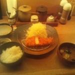 21134044 - 平牧金華豚ロースかつ膳\2000(ご飯、味噌汁、キャベツおかわり自由)