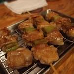 竹茂 - 鶏とネギの串焼き。