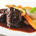 ダイニングバー エイト - 牛ホホ肉の赤ワイン煮込み