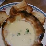 ジョリーパスタ - ピザ屋さんの チーズフォンデュ399円 フランスパンも 焦げ焦げでした。(# ̄З ̄)