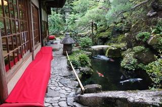 高台寺 洛匠 - この中庭を通って奥座敷へ上がります