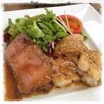 ホルツはつしま - チキンの照り焼きと ローストビーフ ¥960