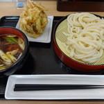 親孝行うどん - 料理写真:鶏汁つけ麺+かき揚げ
