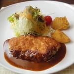 シェーヴル - 料理写真:富士鶏のパネグリエ デミトマトクリームソース¥1050