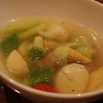 やまの囲炉 - 鶏のネックと野菜のコンソメスープ470円です。