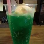 金魚カフェ - クリームソーダー400円