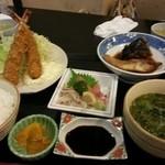 おさかな厨房二見ヶ浦食堂 - エビフライ定食