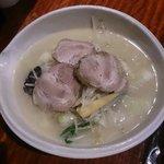 麗江 - 叉焼湯麺(チャーシュータンメン)(1050円)