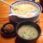 21152293 - 替玉は赤オニ(辛肉味噌玉)をスープで溶いて、担担つけ麺風で。                       スープを足してくれました。 ありがたい(^ ^)