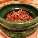庭園の宿 石亭 - 釜で炊いた穴子ご飯。