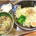 オリきん - 濃コクつけ麺+ねぎ \790+\100  麺、つけ汁共によくあるタイプのつけ麺って感じ。