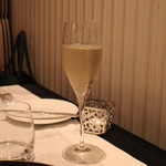 レザンファン ギャテ - シャンパンで乾杯