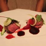 レザンファン ギャテ - ビルゴー家のシャラン鴨のロースト 紫マスタード と ビーツ のソースで