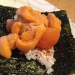 21153449 - ウニの手巻き寿司