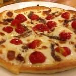 TANGO - ミニトマトとアンチョビのピッツァ