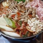 済州道韓国料理 - 料理写真:豚チゲ鍋(1人前1500円)