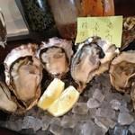 Oyster Bar MABUI - 牡蠣3種盛り…2人前