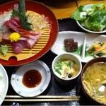 日本海庄や - 日替わり刺身(5種)定食 ¥850 ドリンク付