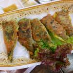 韓マウン - 大葉(?)を挟み込んだチヂミ。あっさり味でこれは珍しい