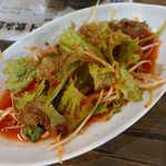 韓マウン - 韓国風ねぎサラダ。豚肉のローストと一緒に、葉っぱに食べると美味しい!