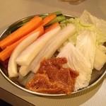 とり焼き たか田 - お通しは野菜スティックだ!