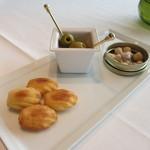 CROWN - チーズのマドレーヌ、オリーブ、ナッツ