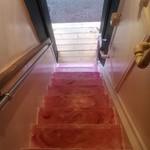 21173874 - 階段を降りてる状態です。