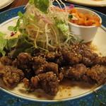 ジャムの樹 - 料理写真:特製ソースで頂く「牛肉の竜田揚げ」です。