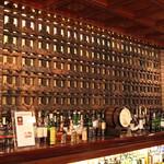 オールドインペリアル バー - フランク ロイド ライト の設計のオリジナルの壁面