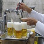 ビールスタンド重富 - 注ぎ方で同じビールがこんなに違うなんて!!
