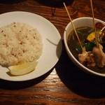 スープカリー スアゲ プラス - パリパリ知床鶏と野菜カレー(ぷらすスープ黒)