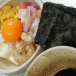 市場食堂 さかなや - 海鮮ばくだん(海苔で巻いてお召し上がりください)¥680