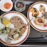 ブラッセリー&ラウンジ 「シアラ」 ヒルトン福岡シーホーク - 今回はハワイアンフェアでしたが、内容的にはざっくりと夏&アジアっぽい感じでしょうか。                             冷菜のタイ風牛肉ミンチが美味しかったです。