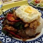 21178429 - ランチの「鶏肉とスィートバジル炒めのせご飯」