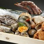 北○ - 海に囲まれた北海道の各漁港から、新鮮な魚貝を直送しています。
