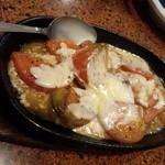 鉄板焼よしむら - トマトのチーズ焼き600円