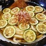 21182997 - 夏野菜とすだち冷かけうどん☆                                              京虎さん!早速行って来ました!うまかったです!ガッツリコシの有る麺が実にうまかったです!