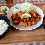 ドジャース食堂 - 鶏唐揚定食 500円。