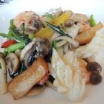 21187902 - 旬の野菜と海の幸の炒めもの