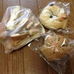パンの夢工房 しほや - 芋食パンラスク、クルミパン、ベリークリームチーズベーグル
