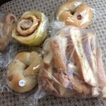 パンの夢工房 しほや - シナモンロール、クリームチーズフルーツベーグル、ライ麦クリームチーズフルーツパン、芋食パンラスク