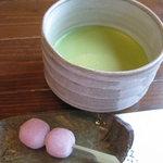 花押 - あんこ入りのお団子と抹茶