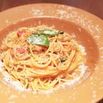 オーレ ベアーテ - 自家製ソーセージとタマネギのトマトソース スパゲッティ  '13 9月上旬