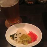 地ビールバー まる麦 - 自家製いろいろ野菜のピクルス