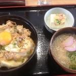 たか屋 - 親子丼と半玉うどんのセット(730円)