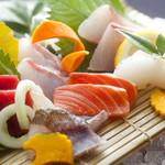 おどりや - 市場で仕入れる様々な旬の鮮魚や、直送便の鮮魚など